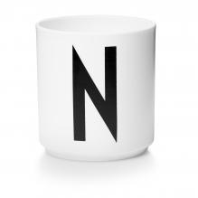 Tasse en porcelaine N