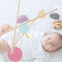 Mobile en bois pastel - dès la naissance