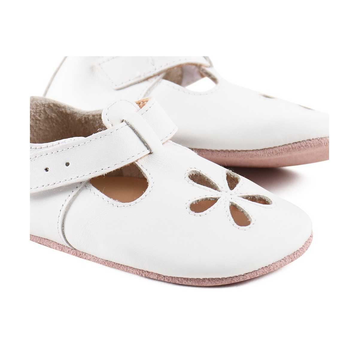 1a6322f28c565 Chaussons - Sandales blanches (Bobux) - SeBio